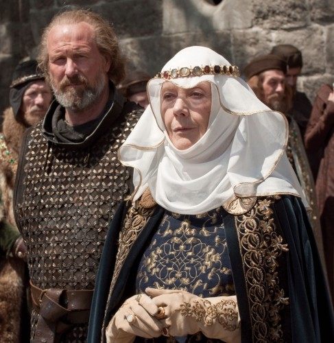 William Hurt ed Eileen Atkins nel film Robin Hood (2010)