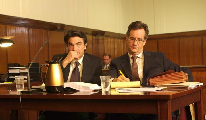 Peter Gallagher in una scena del film Adam