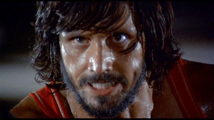 Primo piano di George Eastman nel film Semaforo Rosso (Cani arrabbiati)