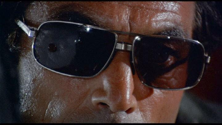 Primo piano di Maurice Poli nel film Semaforo Rosso (Cani arrabbiati)
