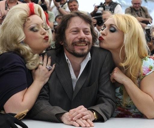 Cannes 2010: il burlesque approda sulla Croisette con Mathieu Amalric e le attrici di Tourneè