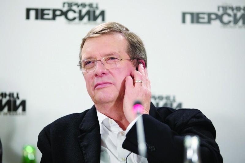Il regista Mike Newell alla conferenza stampa di Mosca del film Prince of Persia: Le Sabbie del Tempo