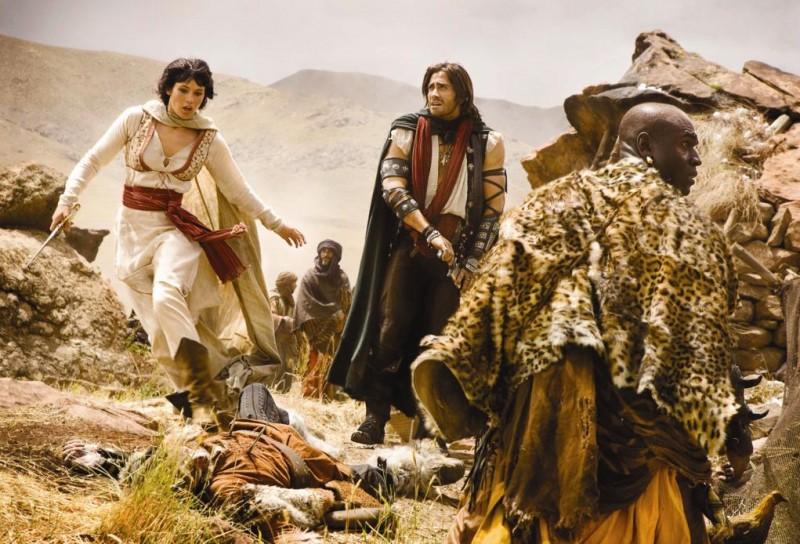 Jake Gyllenhaal e Gemma Arterton in una scena d'azione del film Prince of Persia: Le Sabbie del Tempo