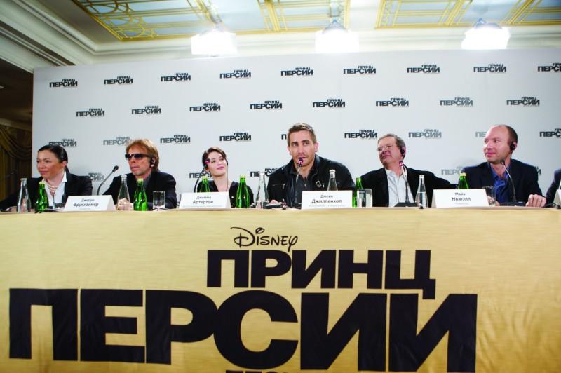 Jerry Bruckheimer, Gemma Arterton, Jake Gyllenhaal e il regista Mike Newell alla conferenza stampa di Mosca del film Prince of Persia: Le Sabbie del Tempo