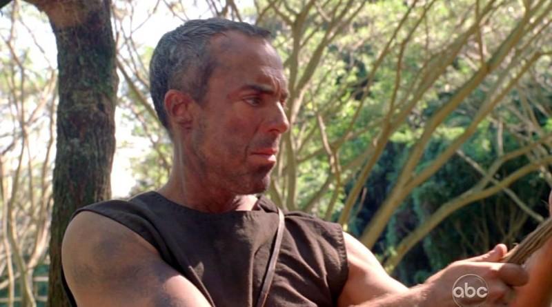 Titus Welliver in una scena di Attraverso il mare, dalla sesta stagione di Lost