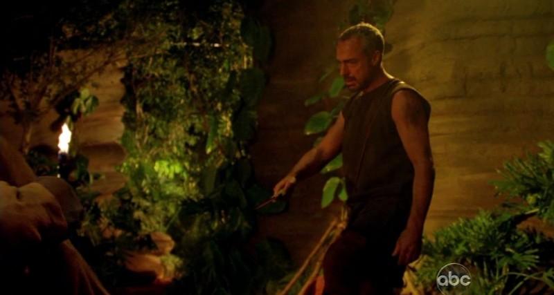 Titus Welliver in una scena tratta da Attraverso il mare, dalla sesta stagione di Lost