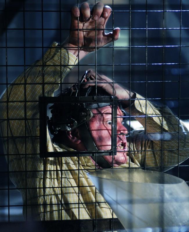 Una delle ultime vittime dell'enigmista nel film Saw VI