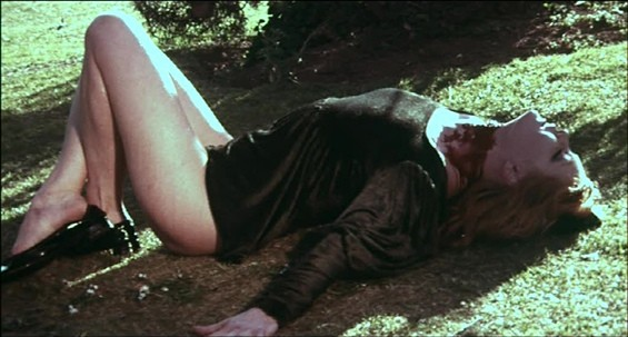 Brigitte Skay morta in una scena del film Reazione a catena