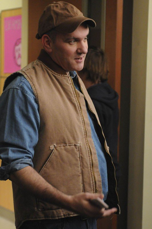 Burt Hummel (Mike O'Malley) in una scena dell'episodio Laryngitis di Glee