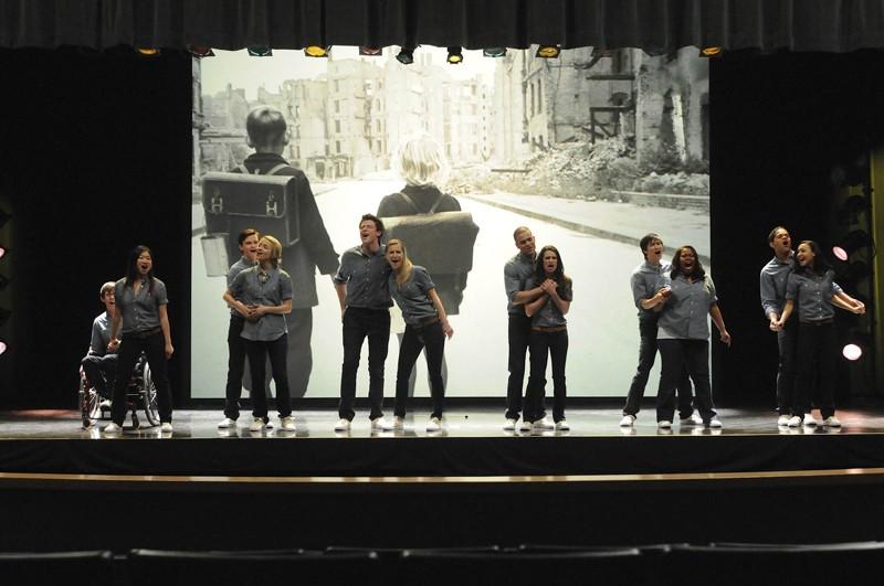 I ragazzi durante l'esibizione in una scena dell'episodio Laryngitis di Glee