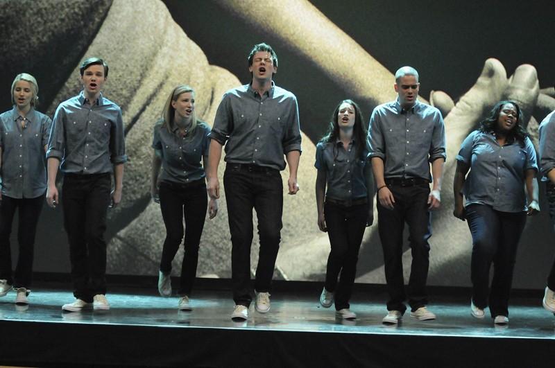 I ragazzi durante un'interpretazione nell'episodio Laryngitis di Glee