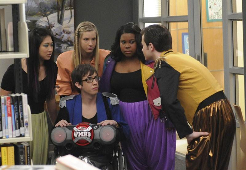 Kevin McHale, Chris Colfer, Jenna Ushkowitz, Amber Riley, Heather Elizabeth Morris nell'episodio Bad Reputation di Glee