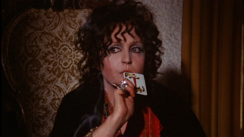Laura Betti in una scena del film horror Reazione a catena (1971)
