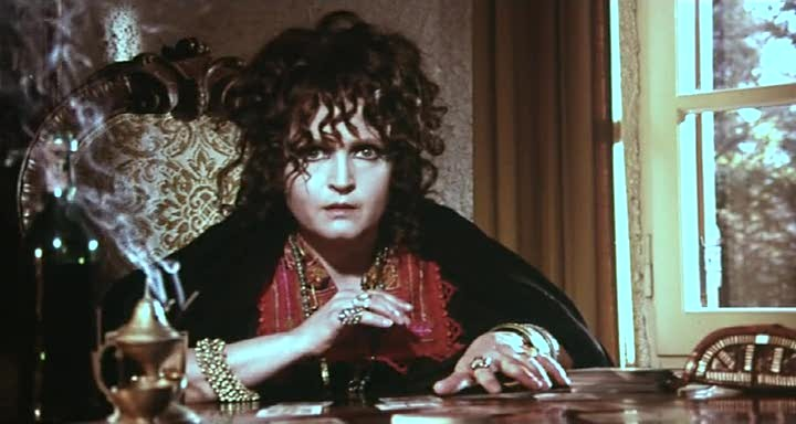Laura Betti in una scena del film Reazione a catena (1971)