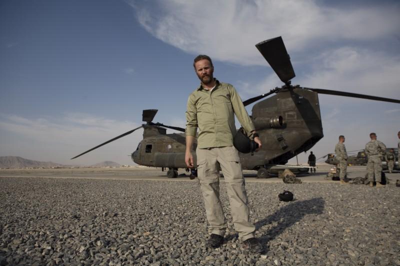 Morgan Spurlock in verde militare nel film Che fine ha fatto Osama Bin Laden?