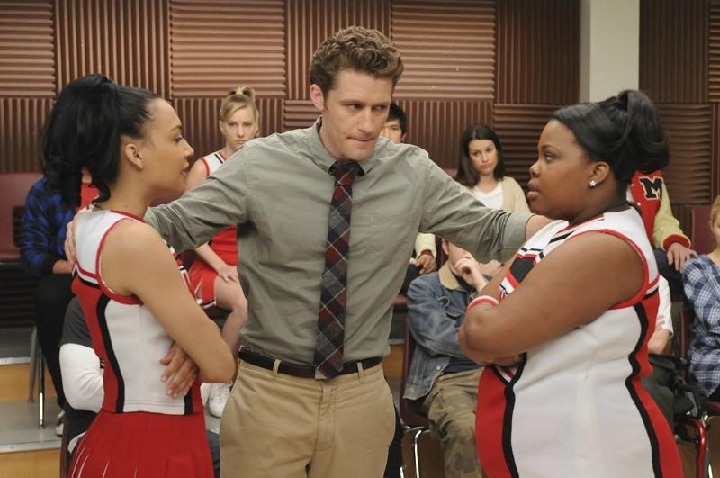 Naya Rivera e Amber Riley in una sequenza dell'episodio Laryngitis di Glee