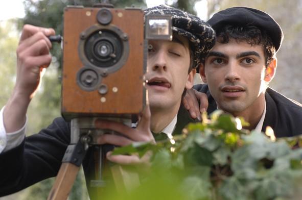 Primo Reggiani nel ruolo del regista nel film L'Imbroglio nel lenzuolo