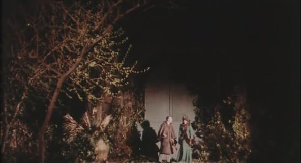 Robert Flemyng e Barbara Steele in una scena del film L'orribile segreto del dottor Hichcock