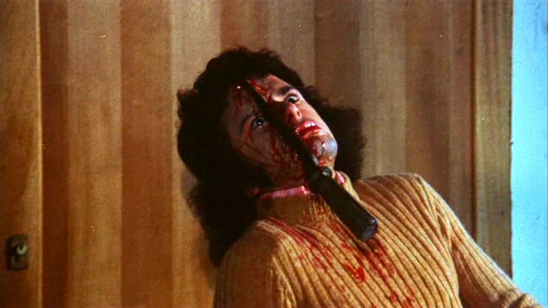 Roberto Bonanni in una sequenza splatter del film horror Reazione a catena (1971)