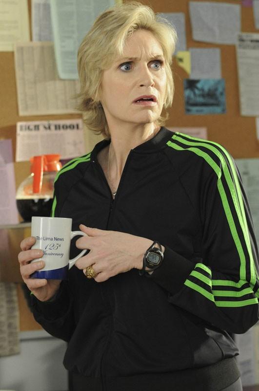 Sue Sylvester (Jane Lynch) in una scena dell'episodio Bad Reputation di Glee