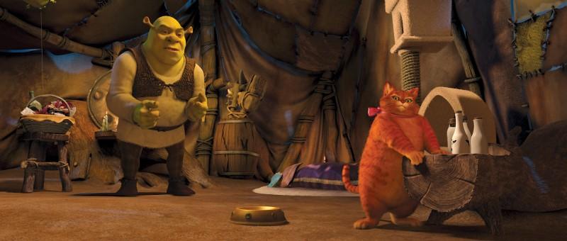 Un'immagine di Shrek e del Gatto con gli Stivali dal film Shrek e vissero felici e contenti