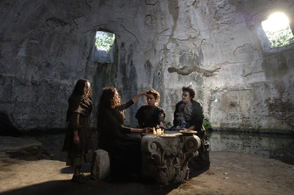 Una scena del film L'Imbroglio nel lenzuolo con la protagonista Maria Grazia Cucinotta