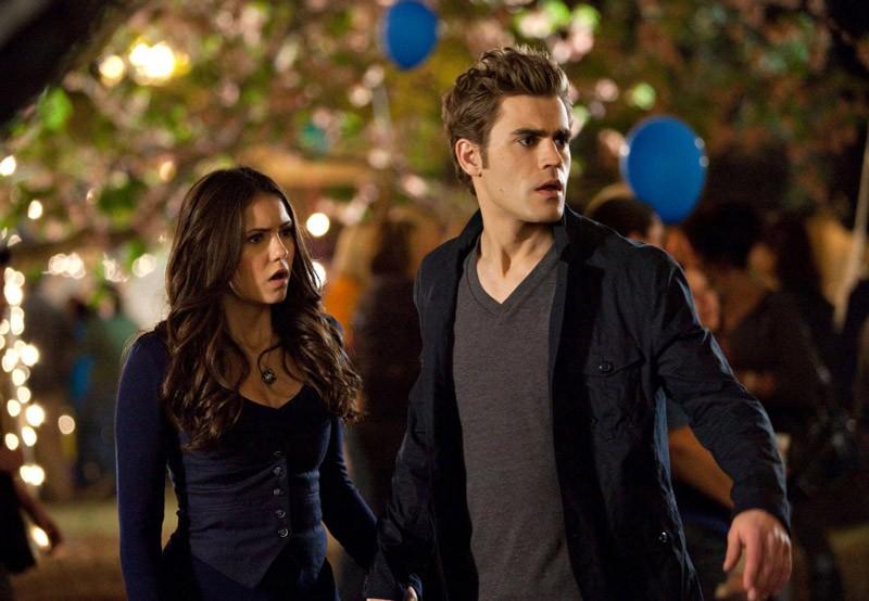 Elena (Nina Dobrev) e Stefan (Paul Wesley) nell'episodio Founder's Day di The Vampire Diaries