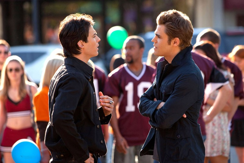 Ian Somerhalder e Paul Wesley in una scena dell'episodio Founder's Day di Vampire Diaries