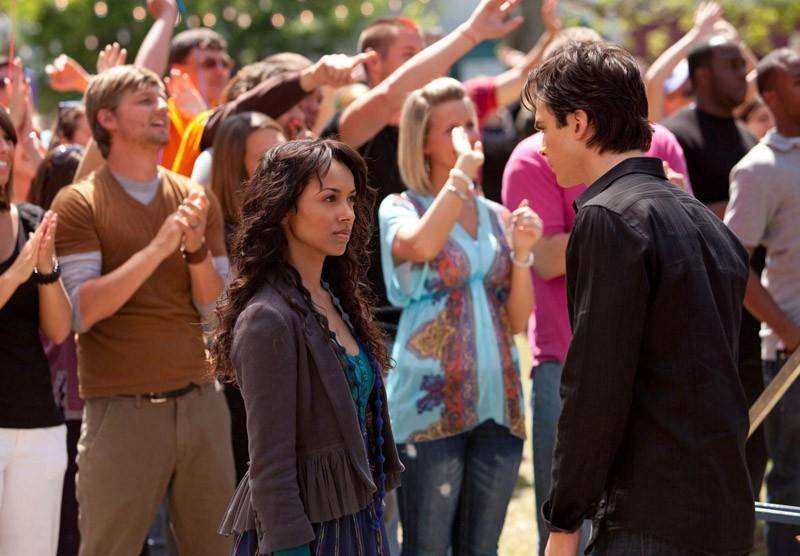 Katerina Graham e Ian Somerhalder in una sequenza dell'episodio Founder's Day di Vampire Diaries