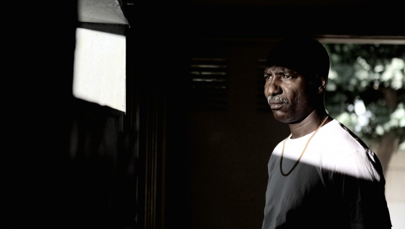 Youssouf Djaoro in una scena del film A Screaming Man del 2010