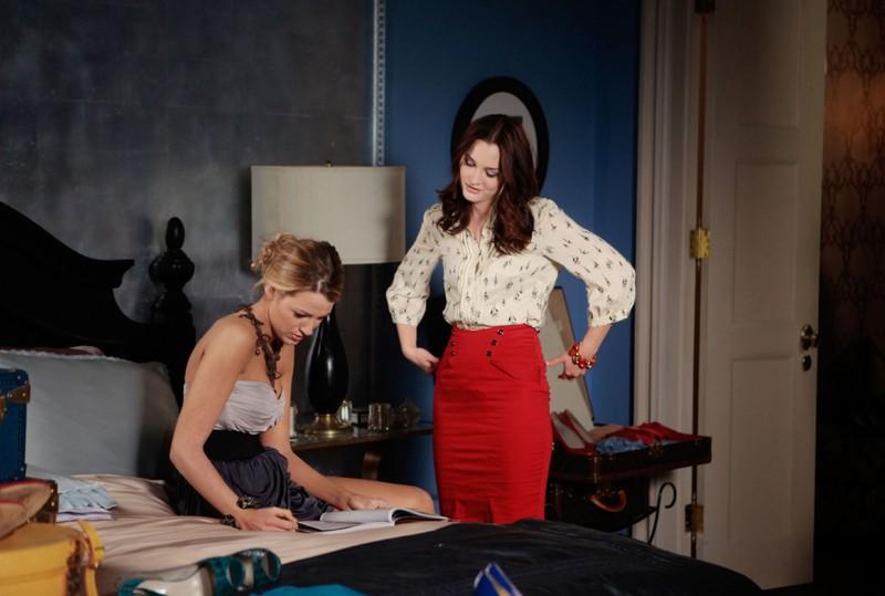 Blake Lively e Leighton Meester in una sequenza dell'episodio Last Tango, Then Paris di Gossip Girl