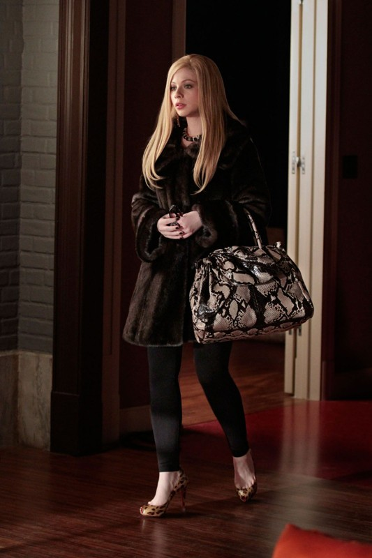 Georgina Sparks (Michelle Trachtenberg) in versione bionda nell'episodio Last Tango, Then Paris di Gossip Girl