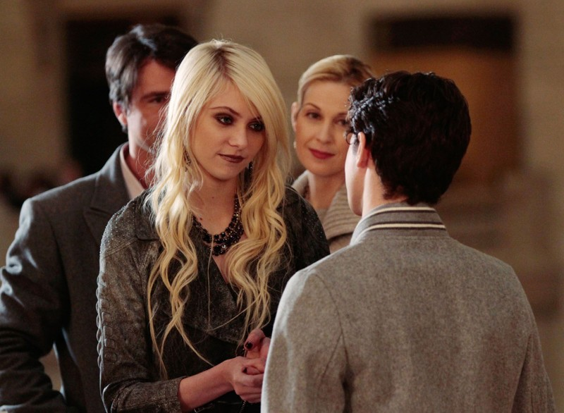 Taylor Momsen, Connor Paolo, Matthew Settle e Kelly Rutherford nell'episodio Last Tango, Then Paris di Gossip Girl