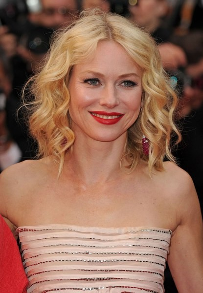Cannes 2010, Naomi Watts sul red carpet per presentare You Will Meet a Tall Dark Stranger di Allen.