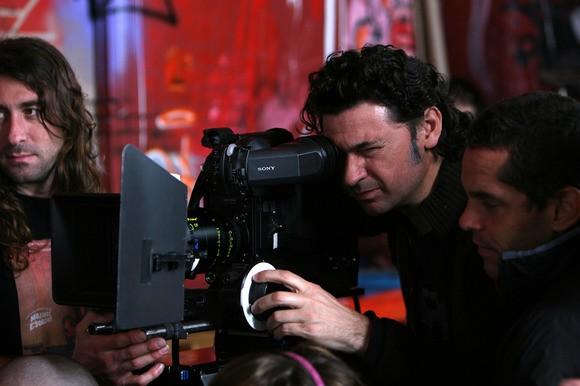 Il regista Julio Medem sul set del suo film Chaotica Ana