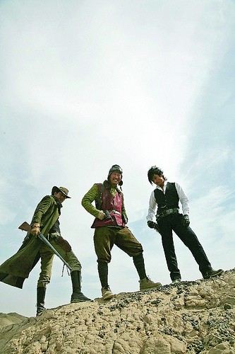 Jung Woo-sung,  Lee Byung-hun e Song Kang-ho in un'immagine del film The Good, the Bad, the Weird