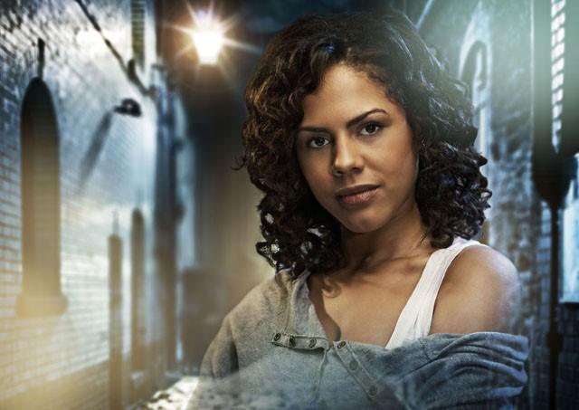 Lenora Crichlow è Annie in una immagine promozionale della seconda stagione di Being Human