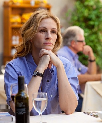Una pensierosa Julia Roberts nel film Mangia, prega, ama
