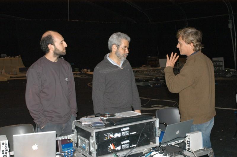 Antonio Orfanò durante le prove Upupa My Dream is My Rebel King discute con con l\'ingegnere del suono Hubert Westkemper e il tecnico del suono Fabrizio Gambineri