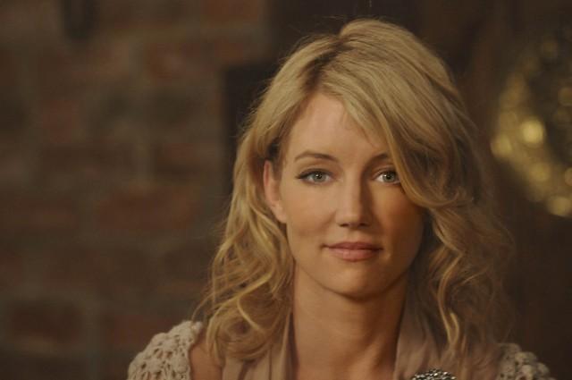 Cynthia Watros in una scena di Knight Fall dalla sesta stagione di Dr. House: Medical Division