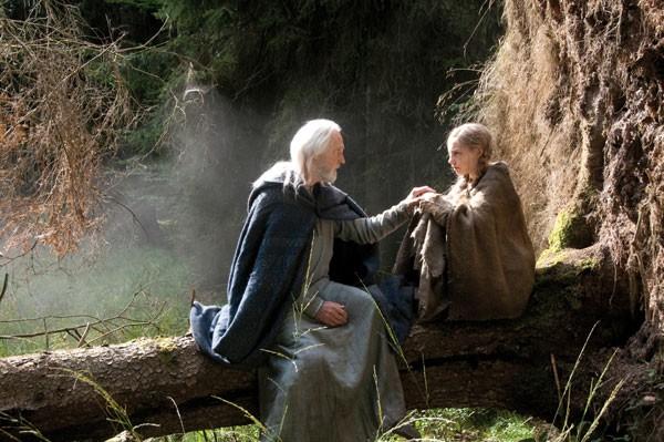 Edward Petherbridge e Lotte Flack nel film La Papessa