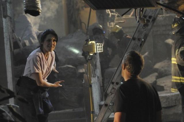 Hugh Laurie e Lisa Edelstein in una scena di Help Me, dalla sesta stagione di Dr. House: Medical Division