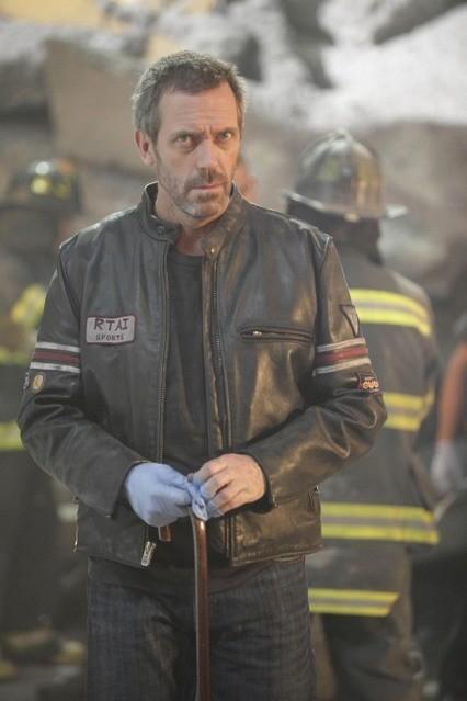 Hugh Laurie in una scena di Help Me dalla sesta stagione di Dr. House: Medical Division