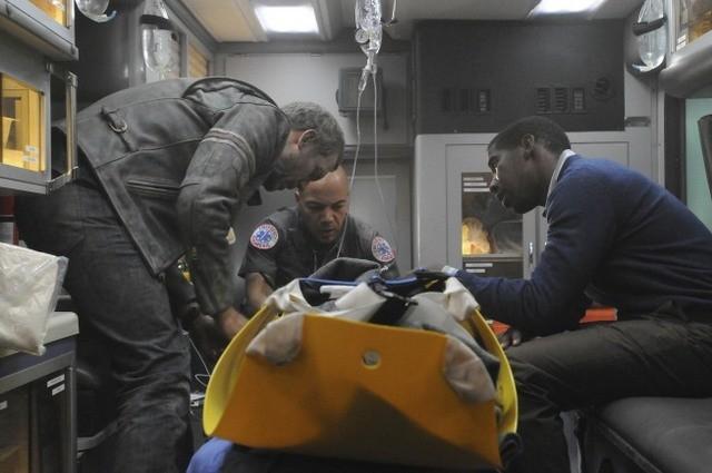 Hugh Laurie in una scena di Help Me tratta dalla sesta stagione di Dr. House: Medical Division