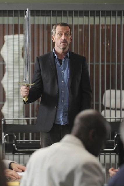Hugh Laurie in una scena di Knight Fall tratta dalla sesta stagione di Dr. House: Medical Division