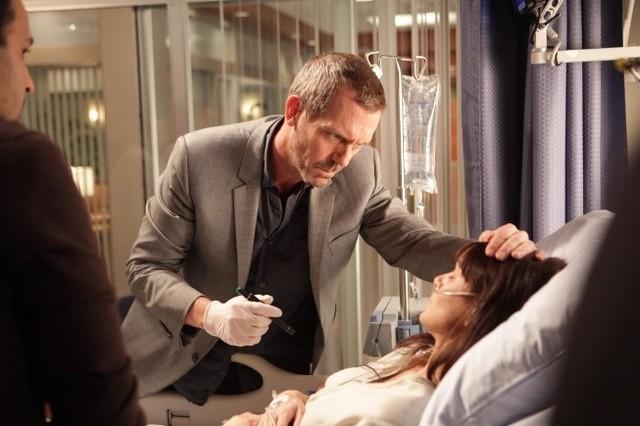 Hugh Laurie in una scena di Open and Shut dalla sesta stagione di Dr. House: Medical Division