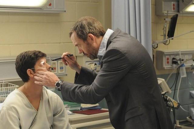 Hugh Laurie in una scena di The Choice, dalla sesta stagione di Dr. House: Medical Division