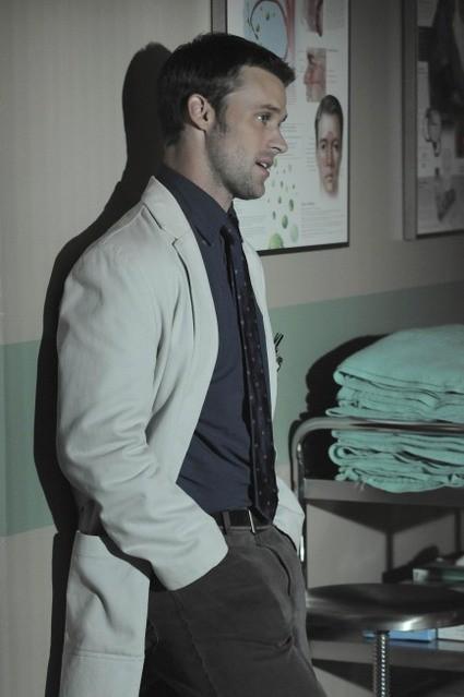 Jesse Spencer in una scena di Lockdown dalla sesta stagione di Dr. House: Medical Division