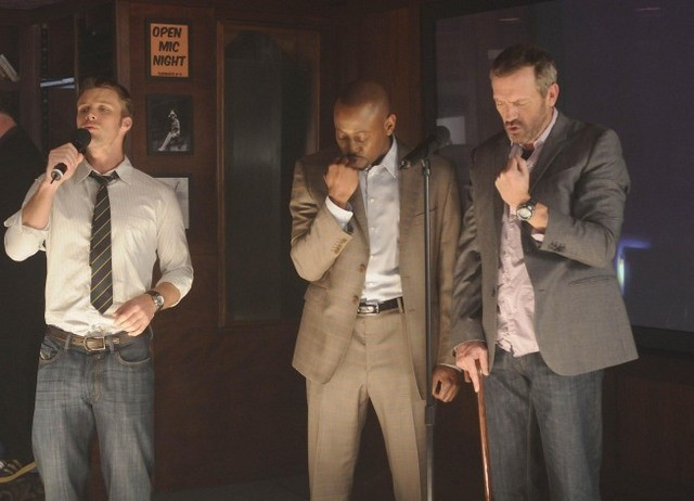 Jesse Spencer, Omar Epps e Hugh Laurie in una scena di The Choice dalla sesta stagione di Dr. House: Medical Division