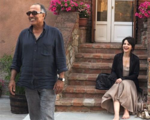 Juliette Binoche con il regista Abbas Kiarostami sul set di Copia conforme